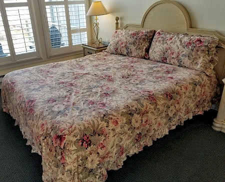 "King size bed with 19"" height for accessibility"